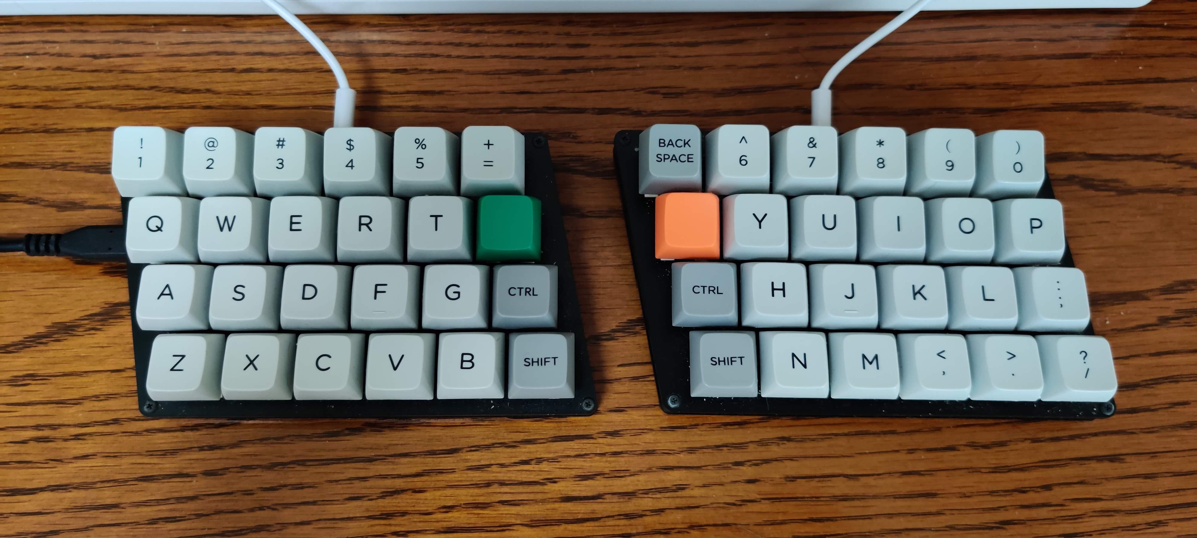 今使っている自作キーボードである Zinc の写真